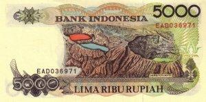 Banconota da 5000 rupie indonesiane con sopra disegnati i vari laghi del Mt. Kelimutu